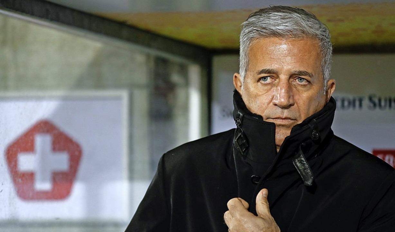 Zugeknöpfter Trainer der Eidgenossen: Vladimir Petkovic  | Foto: STEFAN WERMUTH (AFP)