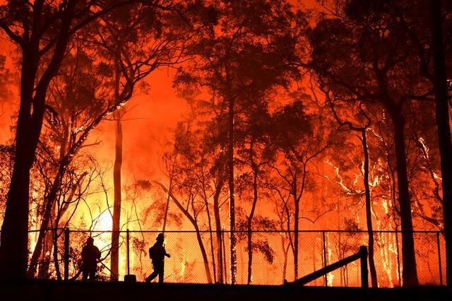 Australien kämpft gegen das Feuer