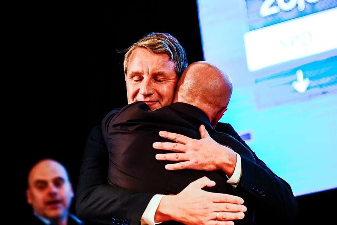 Wer AfD-Politiker wie Björn Höcke und ...er christlichen Kirchen vereinbar ist.  | Foto: Gregor Fischer (dpa)