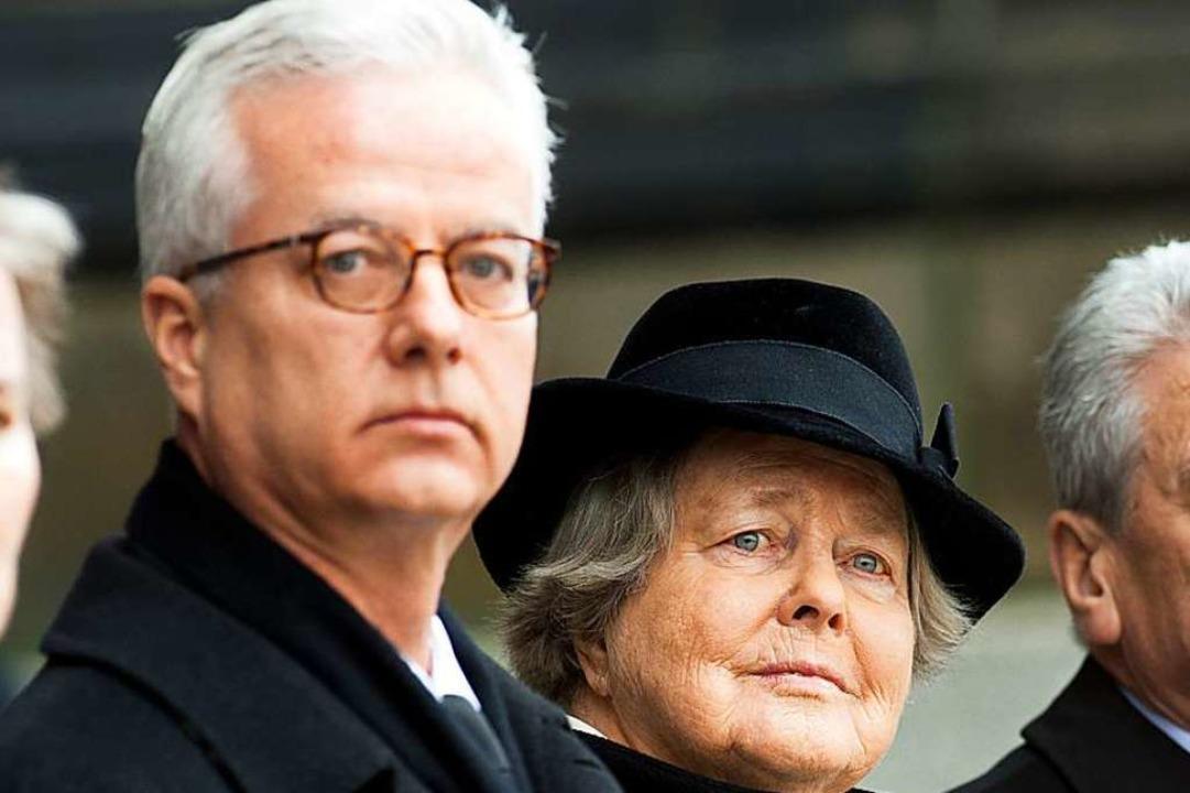 Fritz von Weizsäcker beim Staatsakt fü...2015. Neben ihm seine Mutter Marianne.  | Foto: Maurizio Gambarini (dpa)