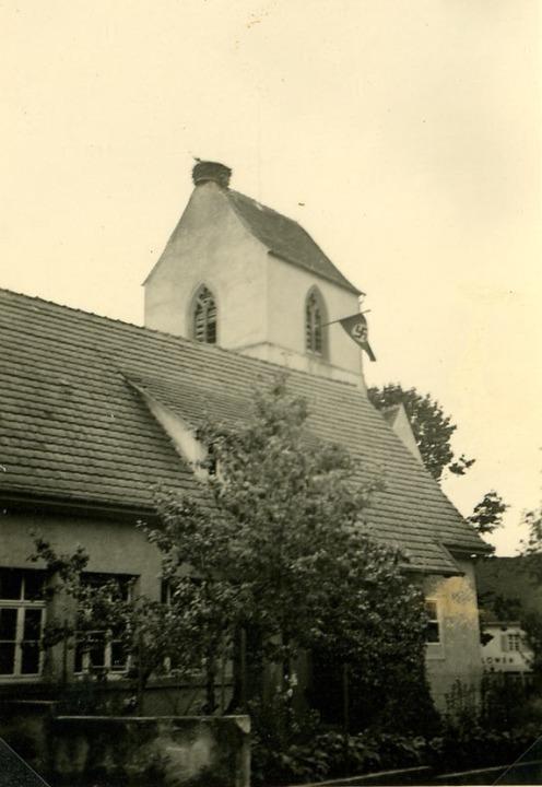 Unter dem Hakenkreuz: Am Turm der kath...n den 30er Jahren die Hakenkreuzfahne.  | Foto: Privatbesitz