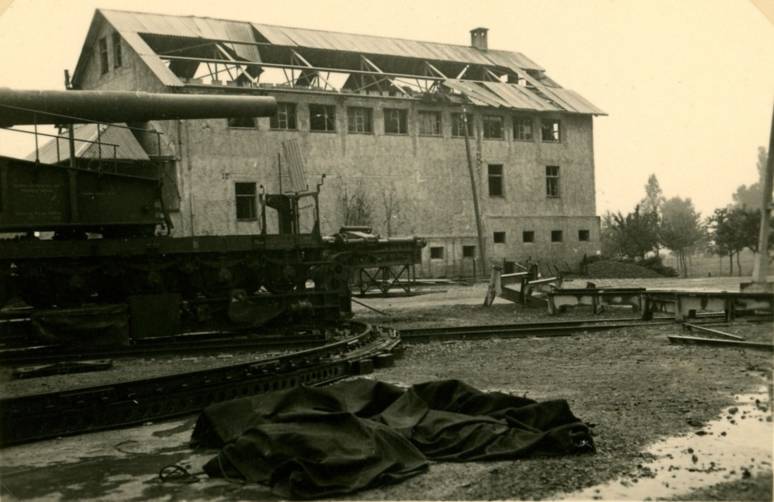 1940 wurde zum Frankreichfeldzug ein s...bäude abdeckte und Fenster zerbarsten.  | Foto: Privatbesitz