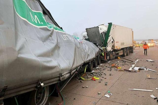 Verkehrsbehinderungen auf der A5 bei Achern nach zwei Lastwagenunfällen – Aufräumarbeiten ziehen sich bis in den Abend