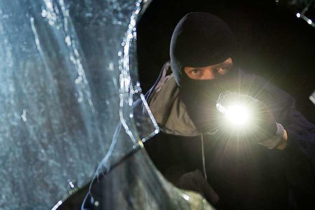 Polizei fasst mutmaßliche Einbrecher nach Verfolgungsfahrt in Weil am Rhein