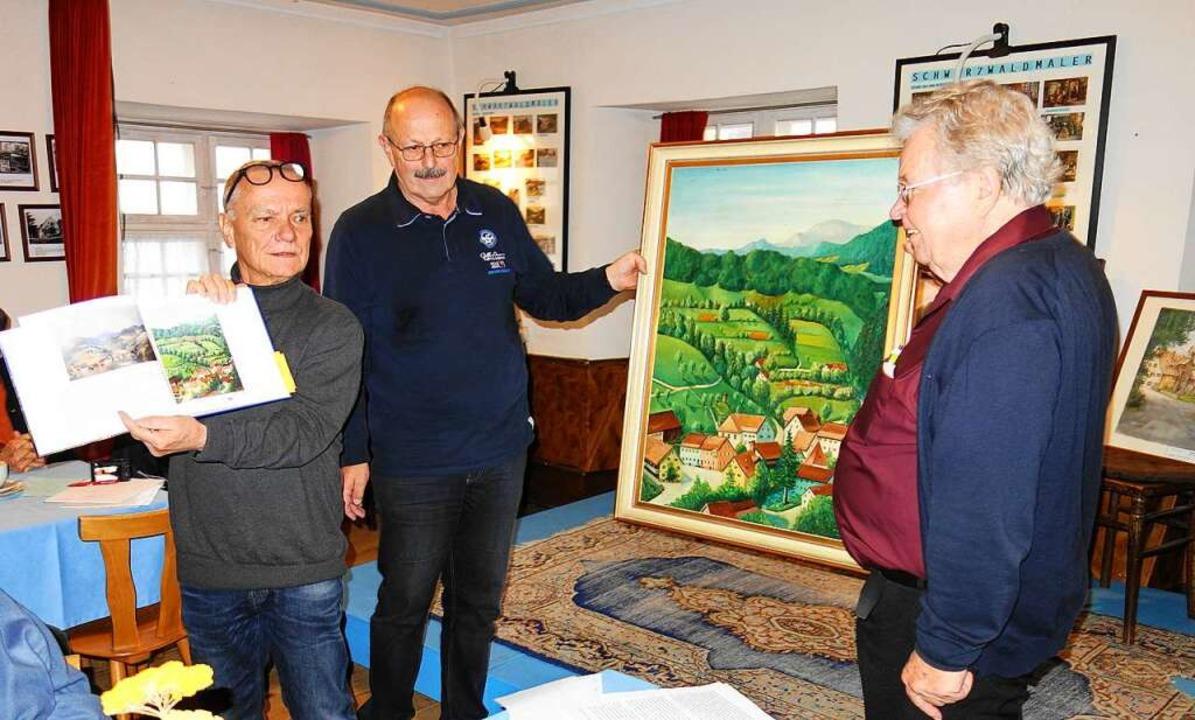 Klaus-Dieter Bühner (rechts) überreich...#8211; das Gemälde von Werner Bechtel.  | Foto: Gudrun Gehr