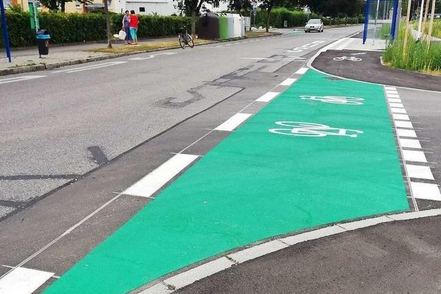 Rot statt grün: Weil wechselt die Farbe der Radwegmarkierungen