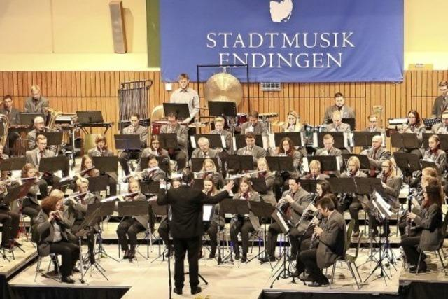 Rüdiger Müller leitet die Stadtmusik