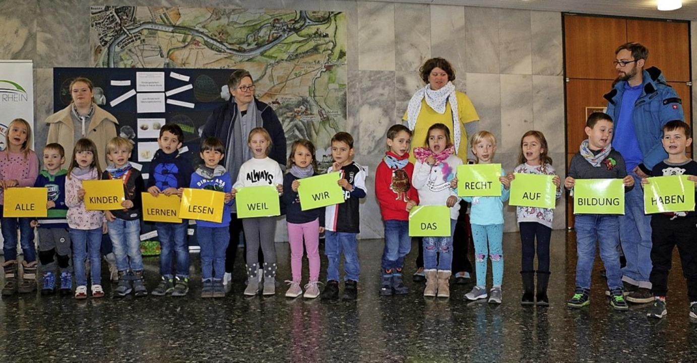 Kinder eröffneten am Mittwoch eine Aus...m Thema Kinderrechte erarbeitet haben.  | Foto: Stadtverwaltung Weil am Rhein