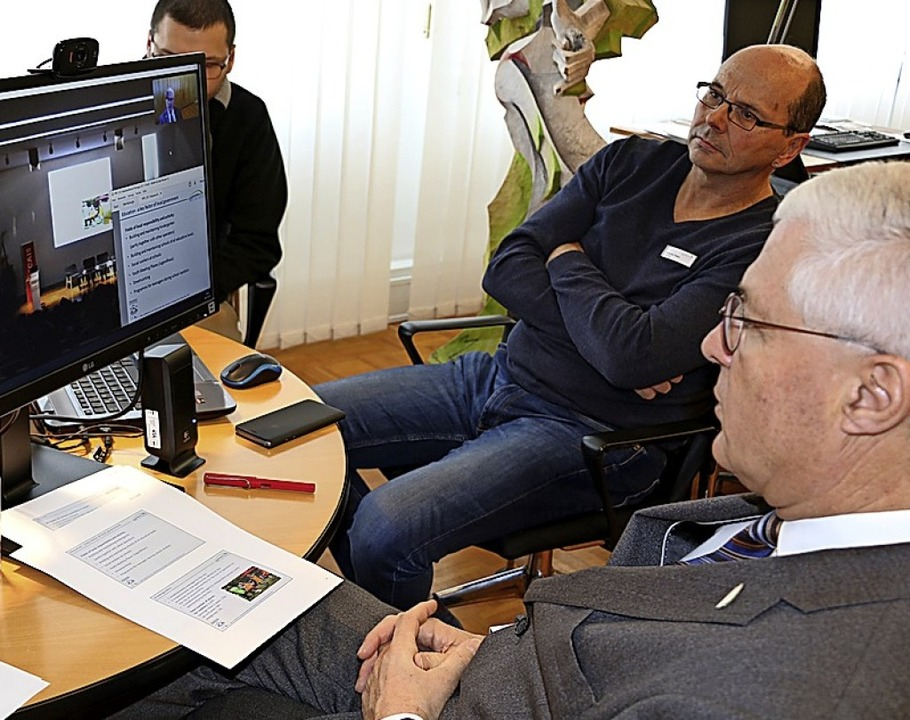 OB Dietz im Video-Chat mit Portugal  | Foto: Stadtverwaltung Weil am Rhein