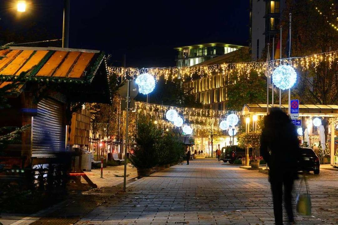 Erstmals dehnt sich der Weihnachtsmark...nt, wie das bei den Besuchern ankommt.  | Foto: Ingo Schneider