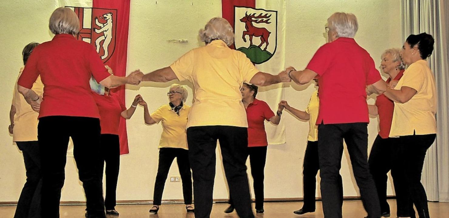 Bei ihrem Auftritt in Neuershausen: die Tanzgruppe Wechselschritt    Foto: Marie-Christine Poulet / mcp