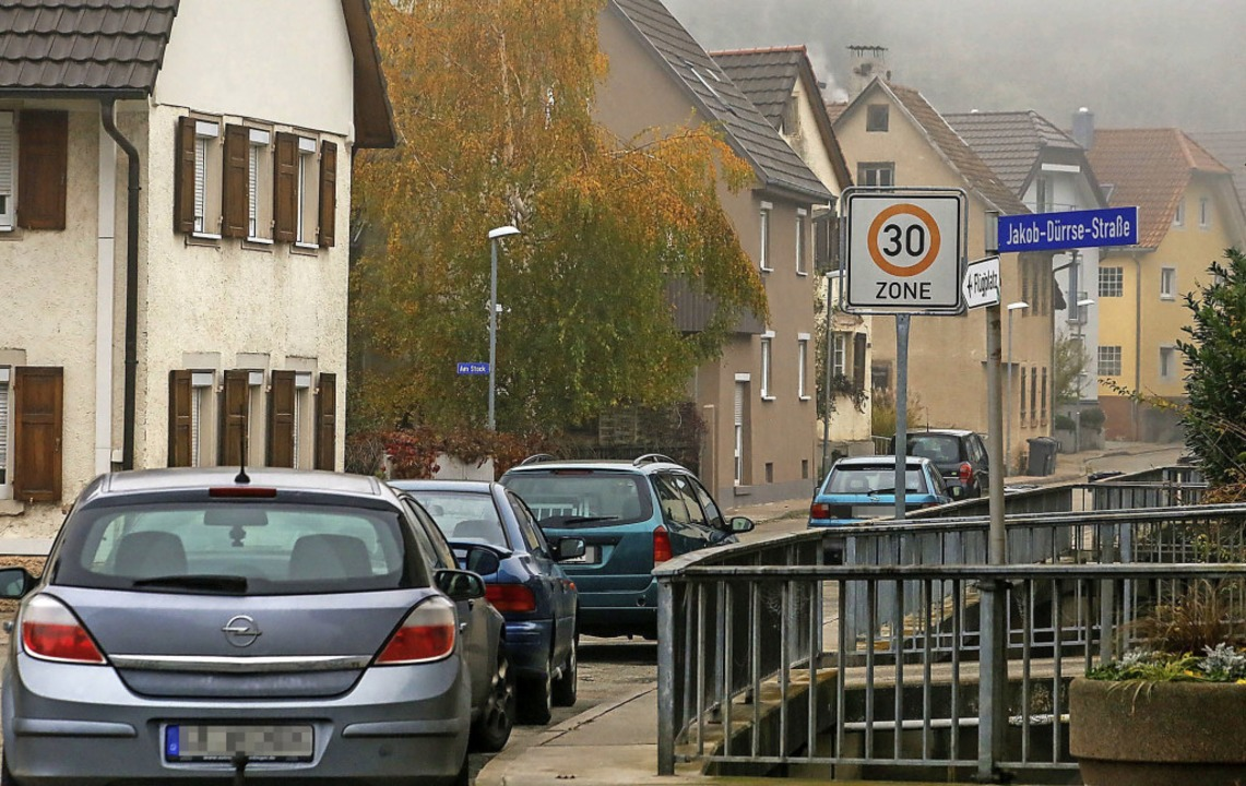 Das Parken in der Schmieheimer Straße in Altdorf ist problematisch.   | Foto: Sandra Decoux-Kone