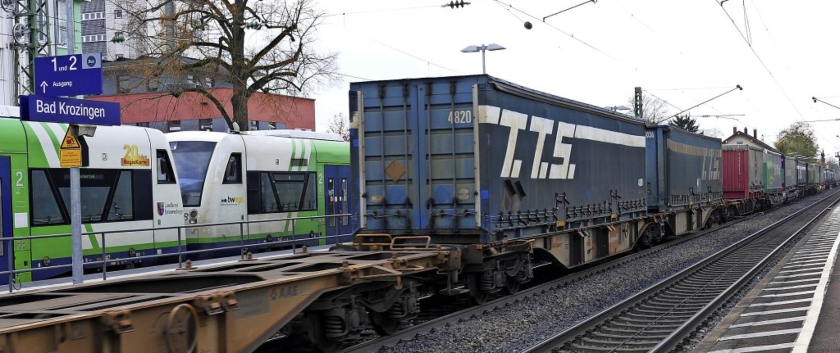 Noch fahren die Güterzüge durch Bad Kr...er Bürgertrasse zur Verfügung stehen.   | Foto: Frank Schoch