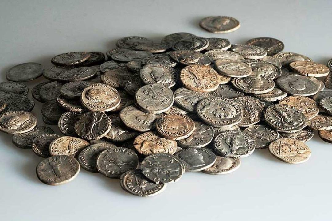 Die Münzen sind in gutem Zustand.  | Foto: Archäologie Baselland