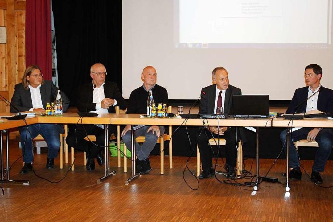 Rede und Antwort standen Enercon-Berei...ner vom der Netze BW GmbH (von links).  | Foto: Karin Heiß
