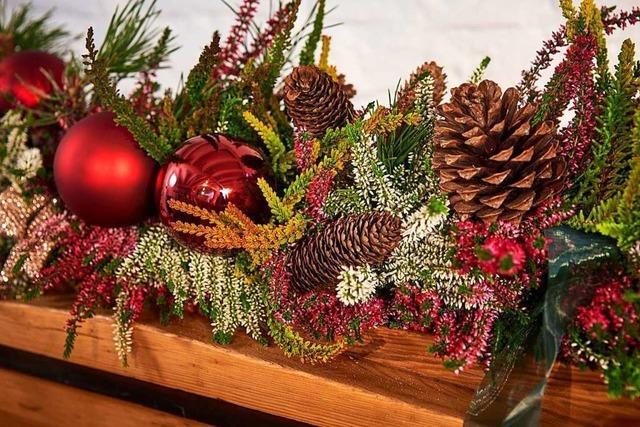 In Gundelfingen tauschen Menschen Weihnachtsschmuck