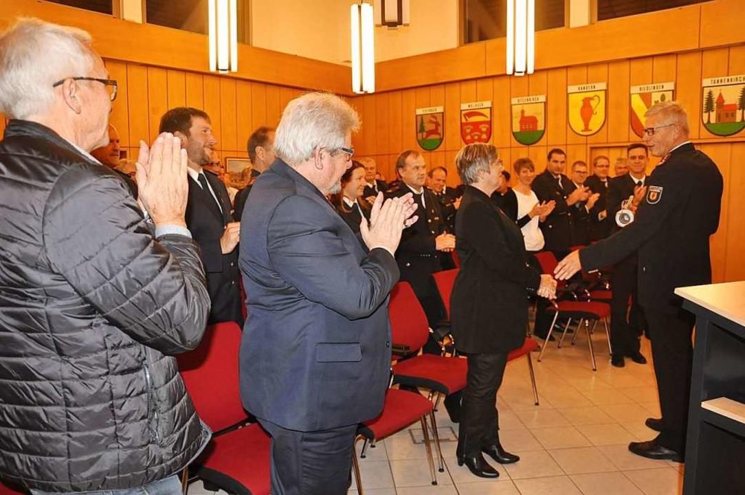 Standing Ovations gab es für den langj...enke (rechts) beim Empfang im Rathaus.  | Foto: Jutta Schütz