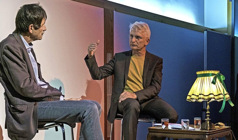 Wozu politische Proteste? Im Alten Rat...nks) und Gerhard Zickenheiner darüber.  | Foto: Ansgar Taschinski