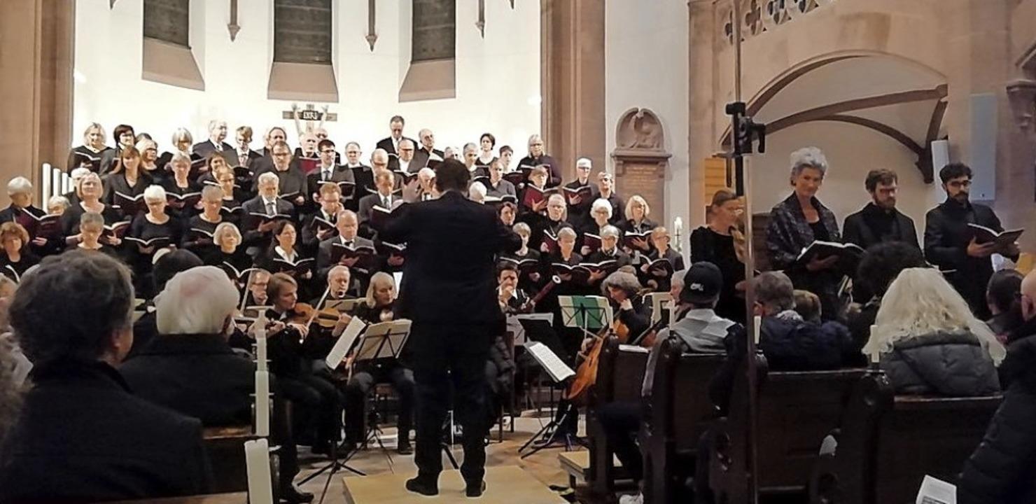 Die Markgräfler Bezirkskantorei  führt...ozart-Requiems in der Stadtkirche auf.  | Foto: Robert Eisele
