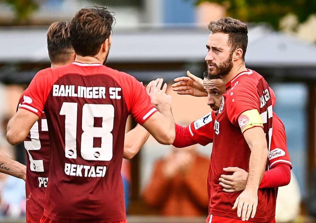 Der Ebringer Tobias Klein (28./rechts)...nger SC in der Ober- und Regionalliga.  | Foto: Patrick Seeger