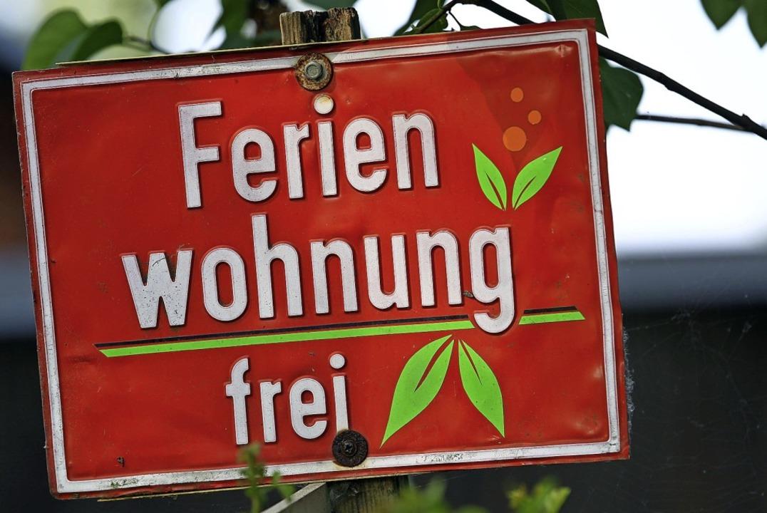 Wie soll die Gemeinde künftig mit Ferienwohnungen umgehen?  | Foto: Jens Büttner (dpa)