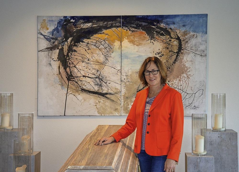 Christina Hansers Kunst hängt in den A...halle, aber auch im Vorraum des Ofens.  | Foto: Gabriele Hennicke