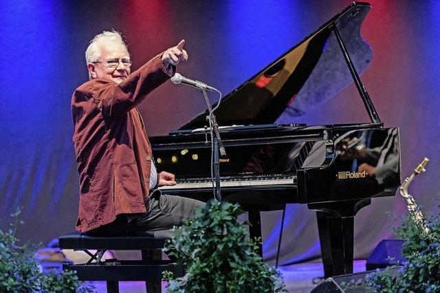 Seit 30 Jahren lebt der Pianist und Bandleader Simon Holliday in Freiburg