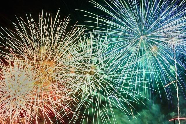 Rheinfelden feiert Silvester mit deutsch-schweizerischem Feuerwerk