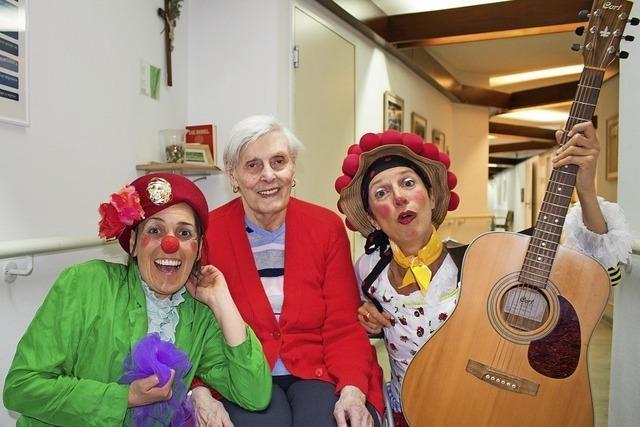 Spende für Clown-Besuche im Pflegeheim