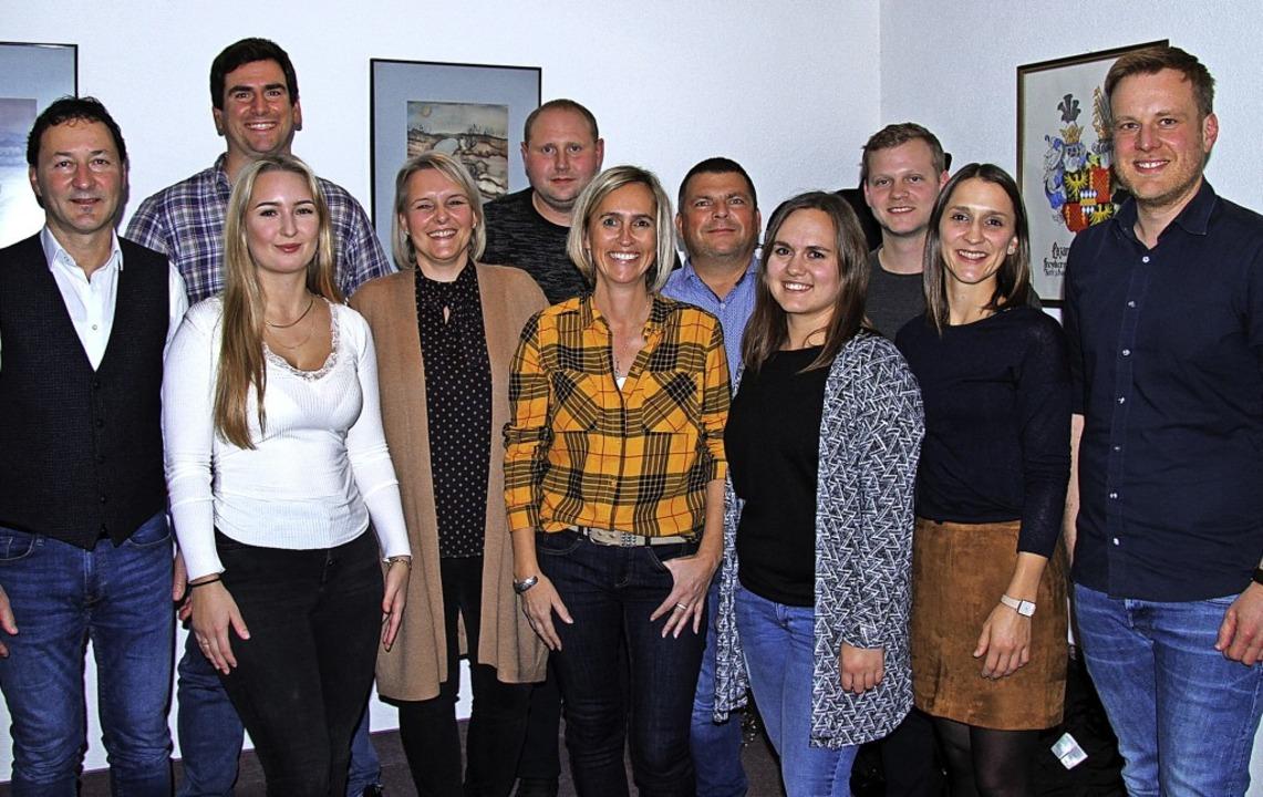 Der neugewählte Vorstand der Burkheime...mer, Mareike Sigwart und Miriam Geiser  | Foto: Herbert Trogus