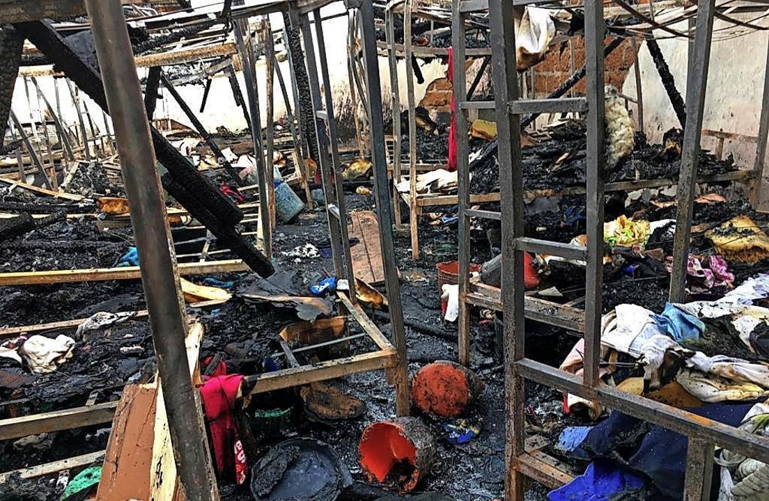Ein ausgebrannter Schlafsaal in einem Internat in Bafut  | Foto: Johannes Dieterich