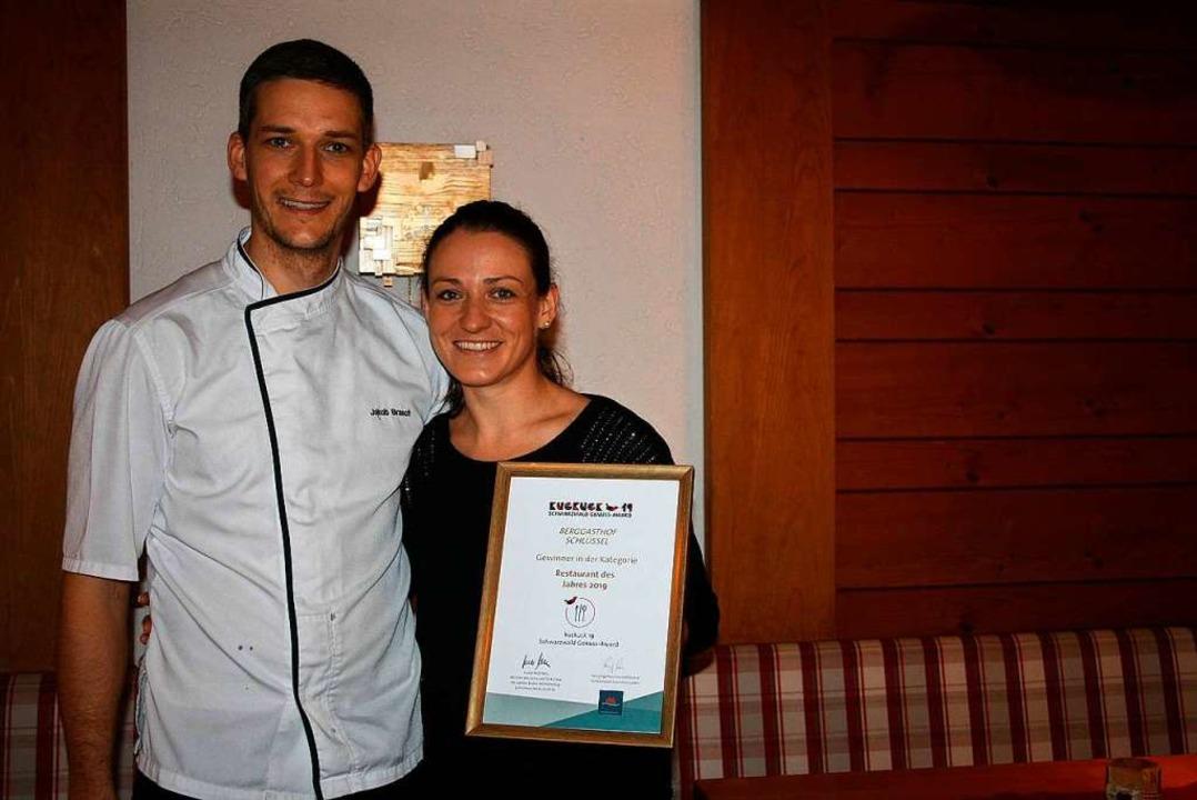 Die Gastronomen Jakob Brasch und Sunny...-Award der Schwarzwald Tourismus GmbH.  | Foto: lacher