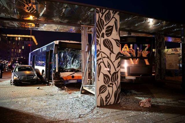 Busunfall am Hauptbahnhof Wiesbaden: ein Toter und 23 Verletzte
