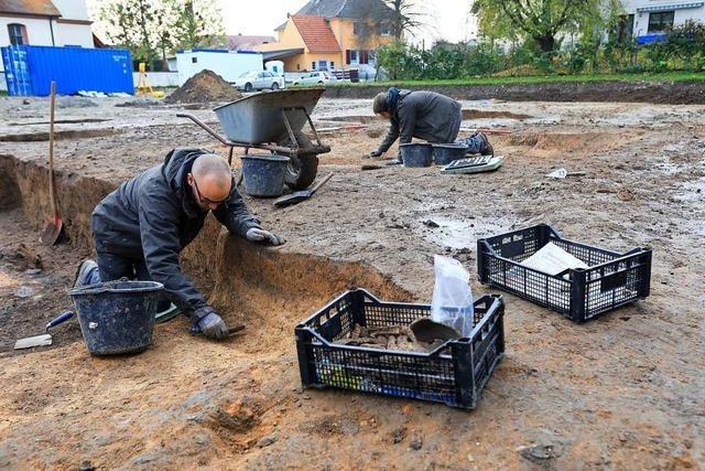 Ausgrabungen bei der Kirche in Müllen bringen Hochwertiges zutage