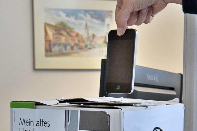 Im Denzlinger Rathaus kann man das alte Handy für den guten Zweck spenden