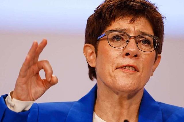Kramp-Karrenbauer setzt sich gegen ihre Kritiker durch