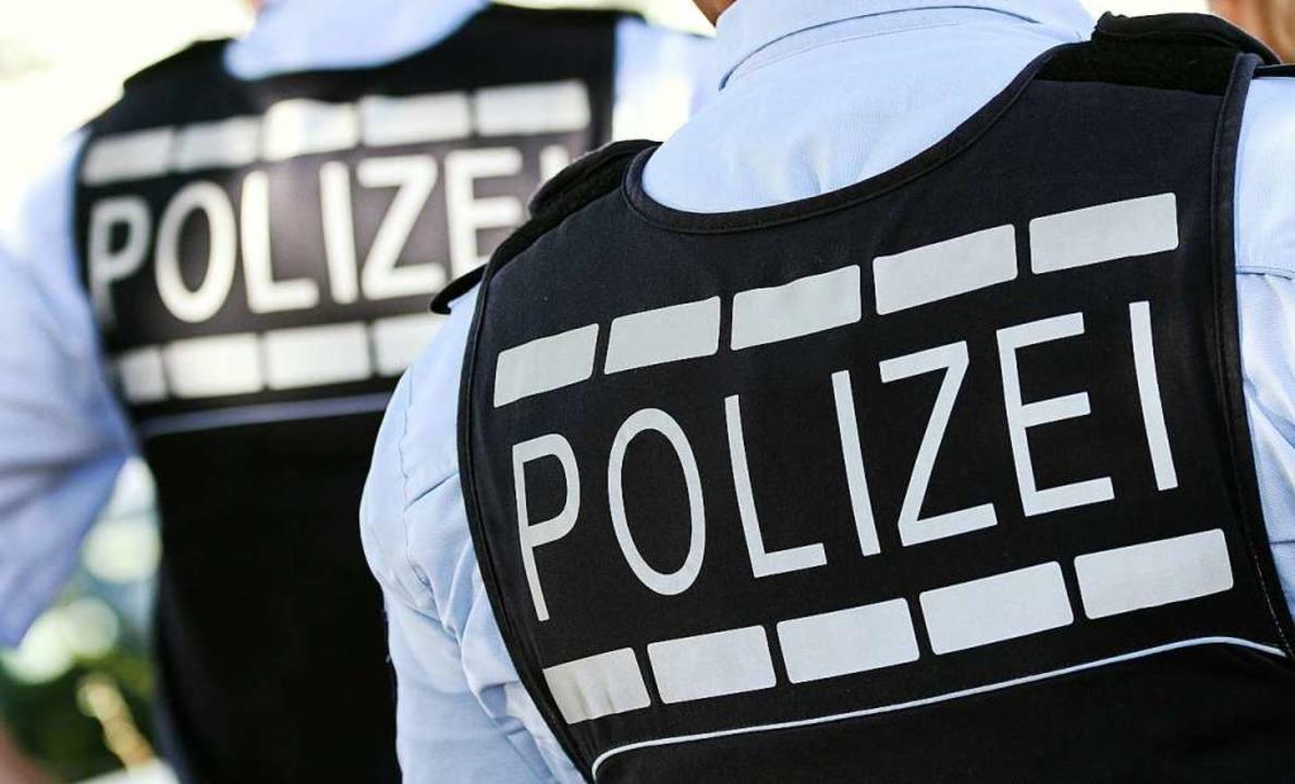 Die eingesetzten Polizeibeamten konnten die Situation entschärfen.  | Foto: Silas Stein (dpa)