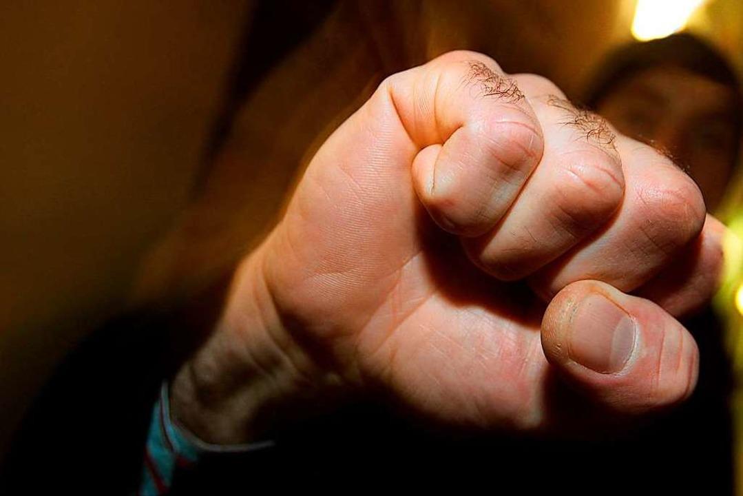 Eine 26-Jährige wurde am Montagabend i...n Zeugenaufruf gestartet (Symbolbild).  | Foto: Karl-Josef Hildenbrand