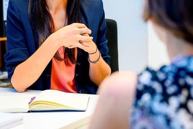 Berater in Bad Krozinger Schule hilft jungen Menschen bei Berufswahl