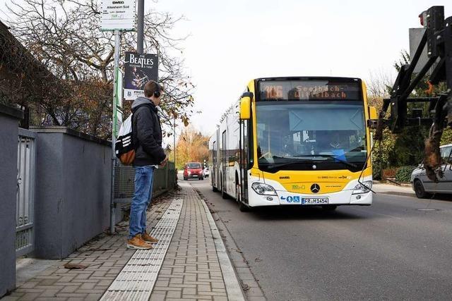 Eltern kritisieren: Schüler müssen lang auf Bus warten