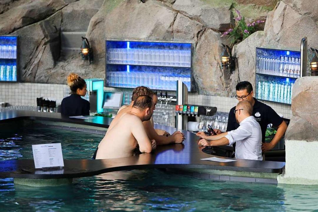 Zwei Poolbars hat die Wasserwelt zu bieten.    Foto: Christoph Breithaupt