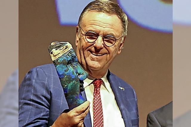 UNTER UNS: Eine Maske für den Europäer