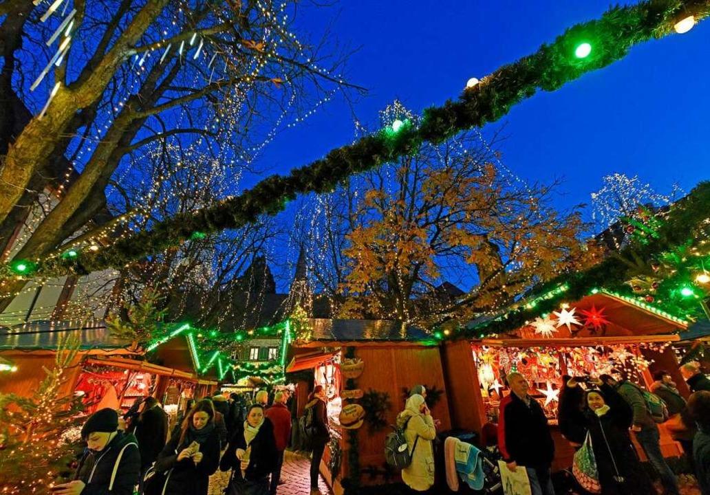 Der GröWaZ, Freiburgs größter Weihnach... Zeiten, hat seit Donnerstag geöffnet.  | Foto: Michael Bamberger
