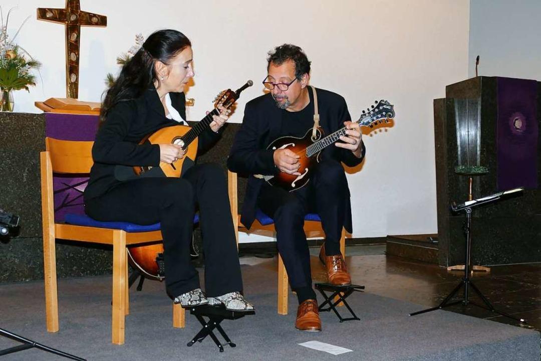Caterina Lichtenberg und Mike Marshall beim Eröffnungskonzert  | Foto: Sylvia Sredniawa