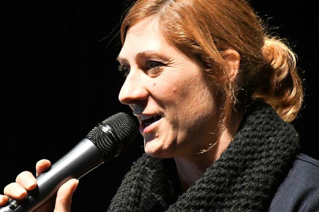 Beim Buchgespräch am Sonntag sprach Au...m Reiz, über Geheimnisse zu schreiben.  | Foto: Barbara Ruda