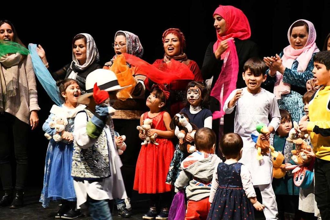 Von Ali Baba sangen Frauen und Kinder afghanischer Herkunft.  | Foto: Barbara Ruda