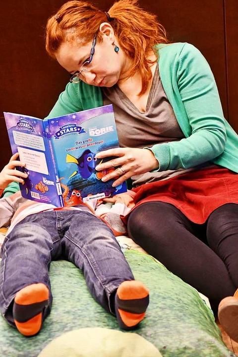 Mit Büchern in andere Welten eintauchen.  | Foto: Barbara Ruda