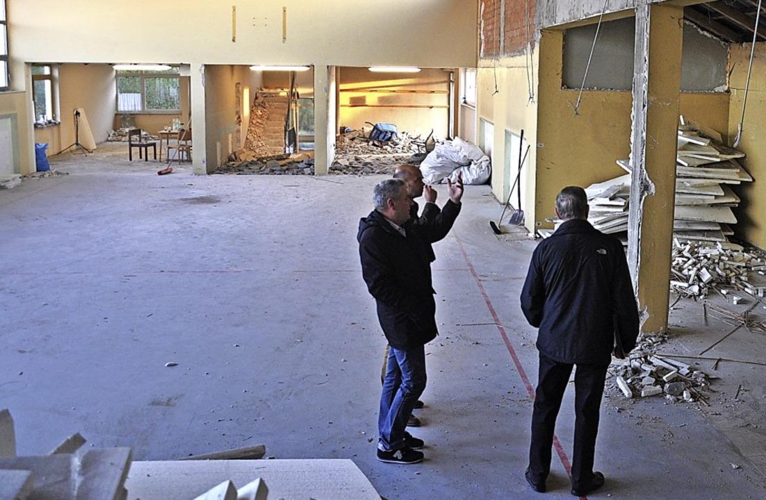 Beim Besuch der Bamlacher Halle wurden...pe und Bürgern – nutzen sollen.     Foto: Jutta Schütz