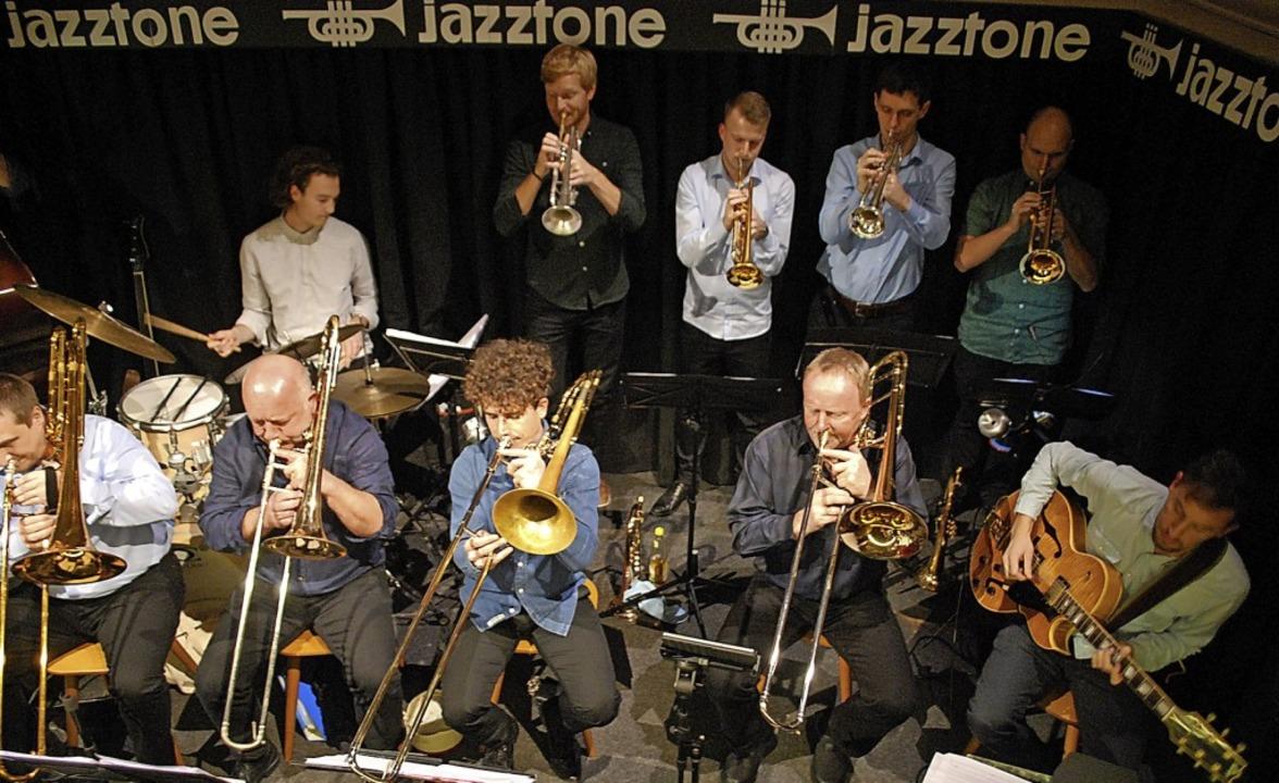 Das Big Sound Orchestra trat im Lörrac...risten Johannes Maikranz (rechts) auf.  | Foto: Thomas Loisl Mink
