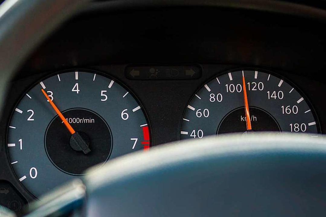 Mit 110 km/h war der Mann am Freitagmorgen unterwegs.  | Foto: spf (Adobe Stock)